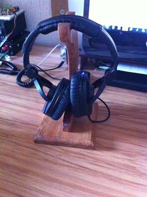 ooden Headphone Stand
